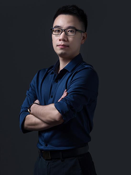 高级工业设计师:梁汉强